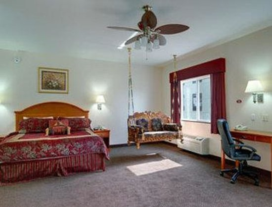 Super 8 Salina: King Suite