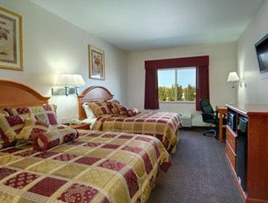 Super 8 Salina : Standard Two Double Bed Room