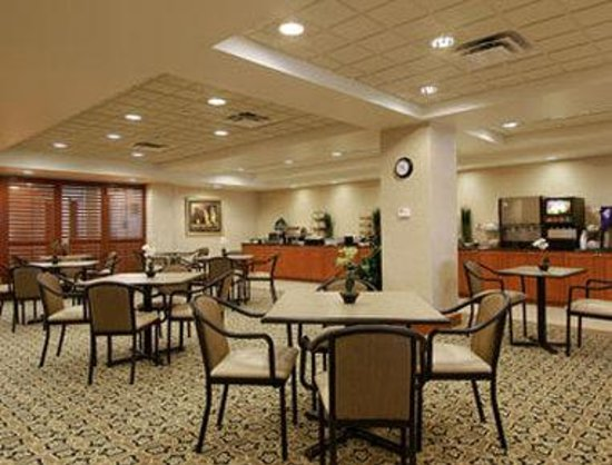 Wingate by Wyndham Peoria: Breakfast Area