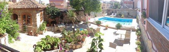 Hotel Nazar: Garden & Pool