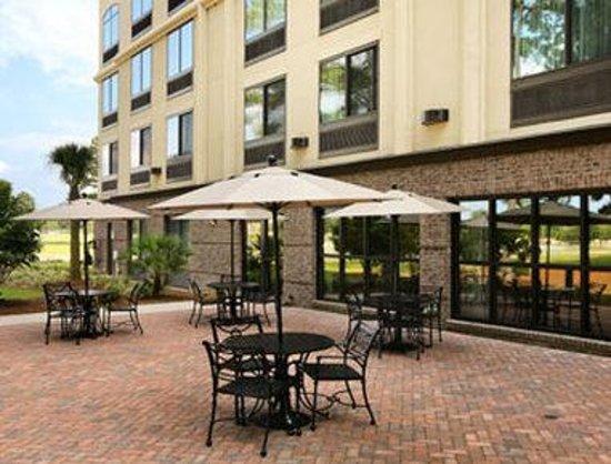 Wingate by Wyndham Charleston University Boulevard: Patio