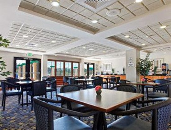 Wingate by Wyndham Spokane Airport: Breakfast Area