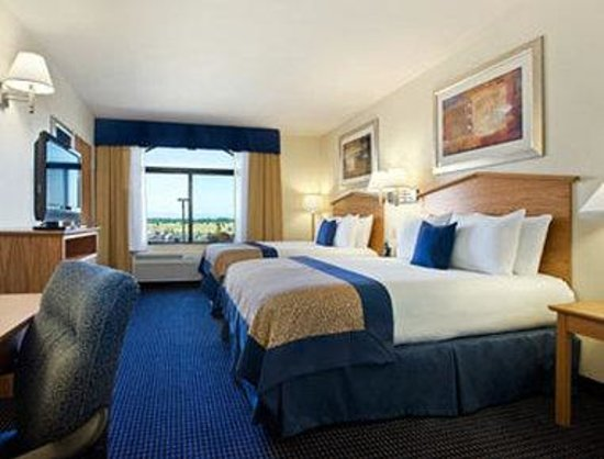 Wingate by Wyndham Spokane Airport: Standard Two Queen Bed Room