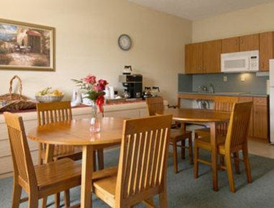 Travelodge Suites Lake Okeechobee : Breakfast Area