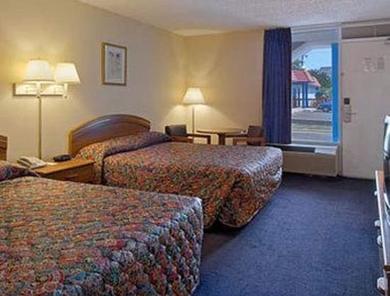 Travelodge Bay Beach: Standard Two Queen Bed Room