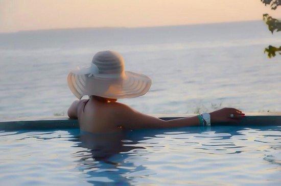 Royal Zanzibar Beach Resort: Piscine a débordement.