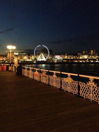 Brighton Palace Pier : The big wheel seen from the pier