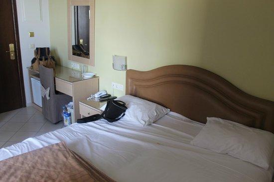 Kronos Hotel: Bedroom