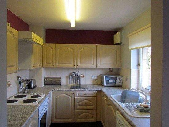 Canon Court Apartments: Kitchen