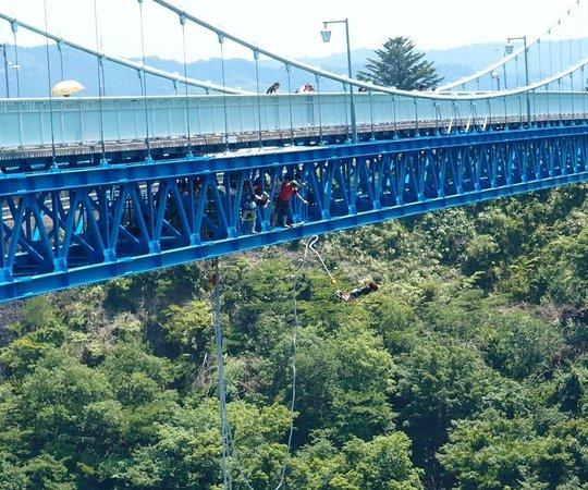Ryujin Big Suspension Bridge: 茨城県常陸太田市の竜神大吊橋からのバンジージャンプ