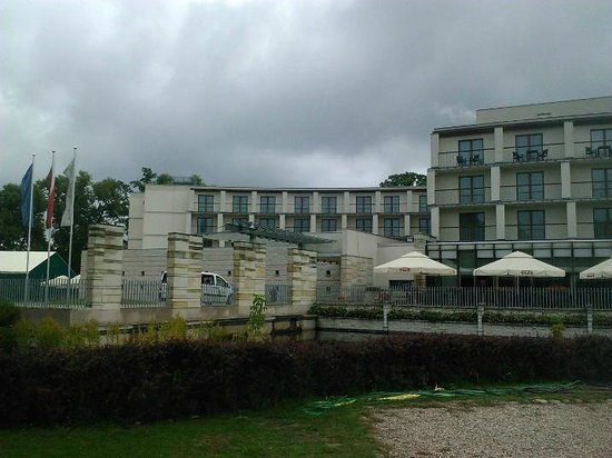 Holiday Inn Warsaw - Jozefow : exterieur 2