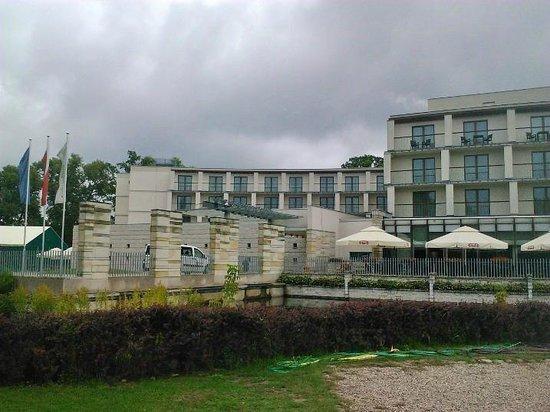 Holiday Inn Warsaw - Jozefow : exterieur 5