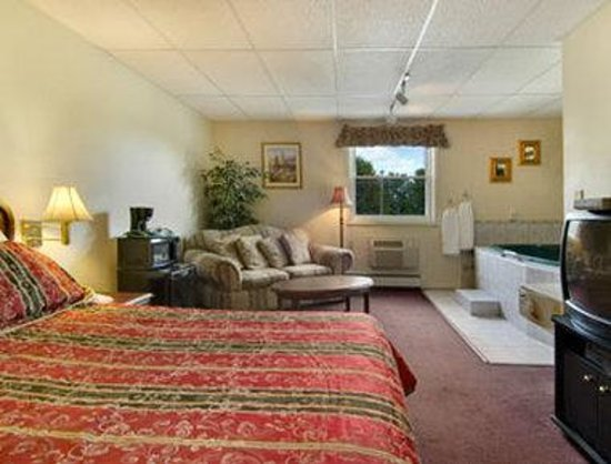 Travelodge Inn and Suites Latham : Suite