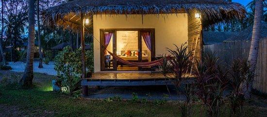 Baan Manali Resort: sea view bungalow sunset