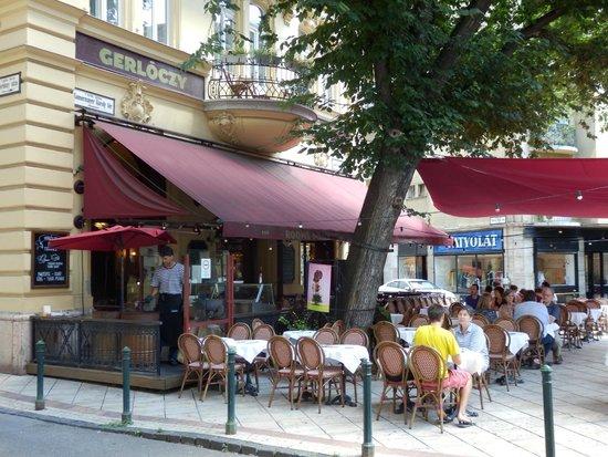 Gerloczy Kavehaz Cafe and Restaurant: A gem brasserie in a bustling city