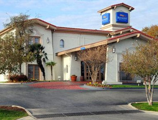 Baymont inn suites san antonio near south texas medical for The baymont