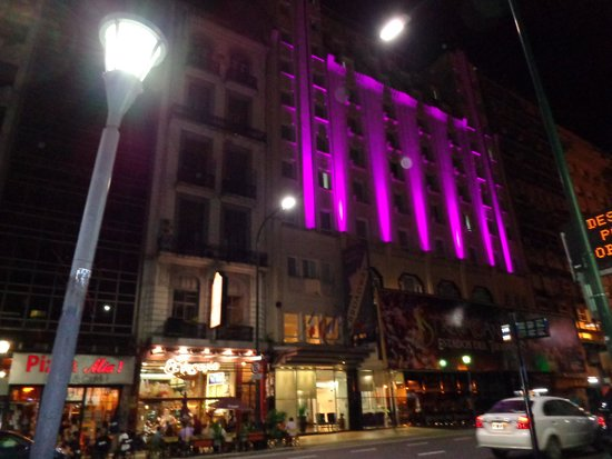 Broadway Hotel & Suites: Frente do hotel