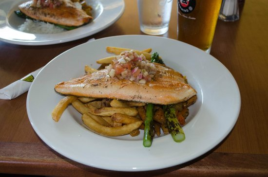 The Red Shoe Pub: rainbbow trout dinner