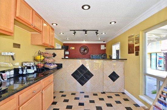 Americas Best Value Inn - Sacramento/Elk Grove: Lobby and Breakfast Area
