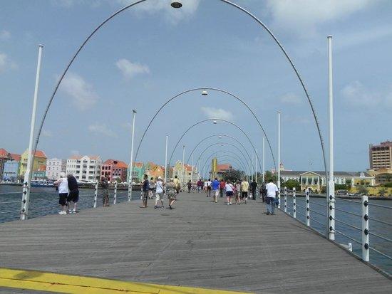 Queen Emma Pontoon Bridge: Swinging Bridge