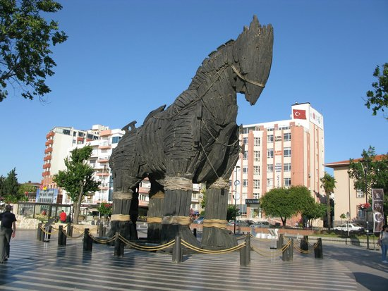 Anzac Hotel: Wooden horse in square