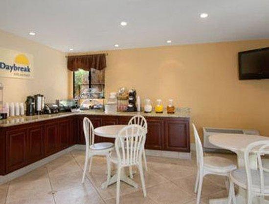 Days Inn San Bernardino/Redlands: Breakfast Area