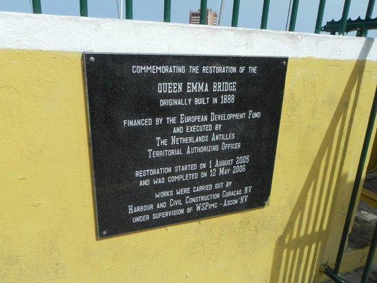 Queen Emma Pontoon Bridge: Sign