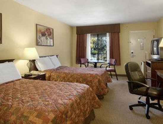 Days Inn San Bernardino/Redlands: Standard Two Double Bed Room