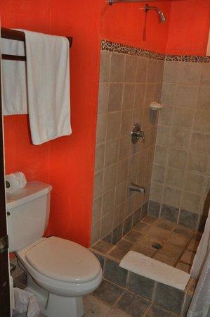 Hotel Tamarindo Diria: Das kleine, aber feine Badezimmer