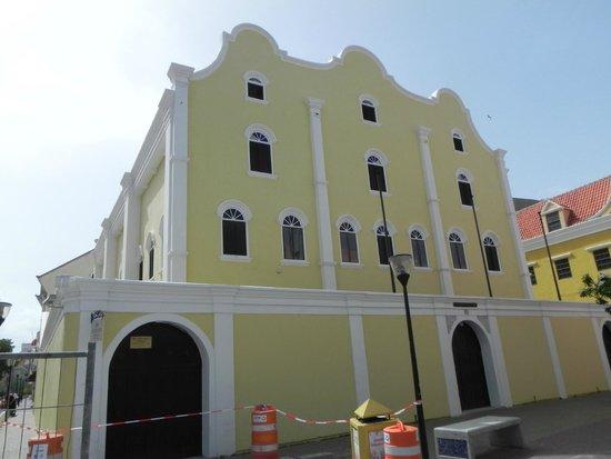 Mikve Israel-Emanuel Synagogue: Synagogue - rear of building