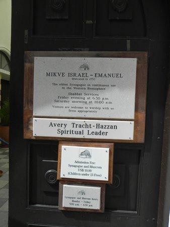 Mikve Israel-Emanuel Synagogue: Sign at the gate