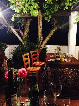 La Fructuosa: Terrace at night