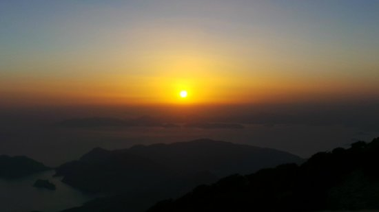 Hamish McTurk-Tours : Amazing sunset during diner on Babadag mountain