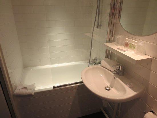 Hotel Paradis: 浴室