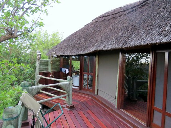Soroi Serengeti Lodge: Terrasse chambre avec douche exterieur