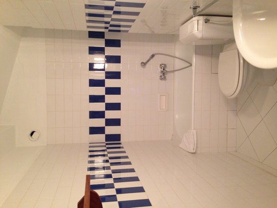 Hotel du Grand Jardin de Cassis : Sdb propre chambre 18 (petit bain)