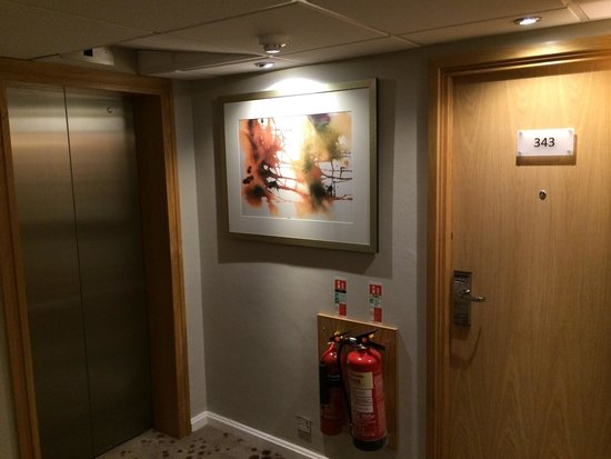 Hilton Birmingham Metropole Hotel: My headboard was to the left of the fire extinguishers. Never stay in room 343