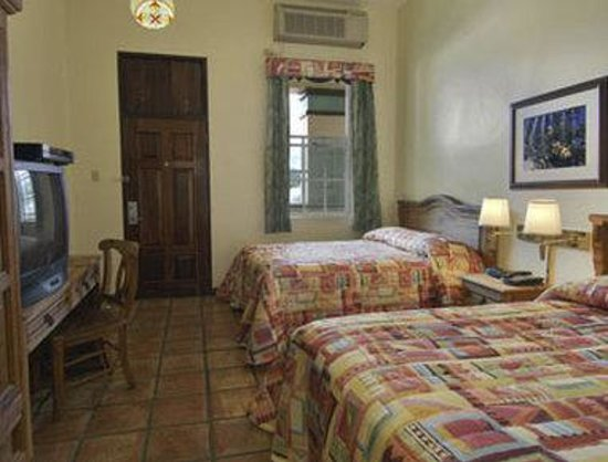 Howard Johnson Inn Downtown Mayaguez PR : Two Bed Guest Room