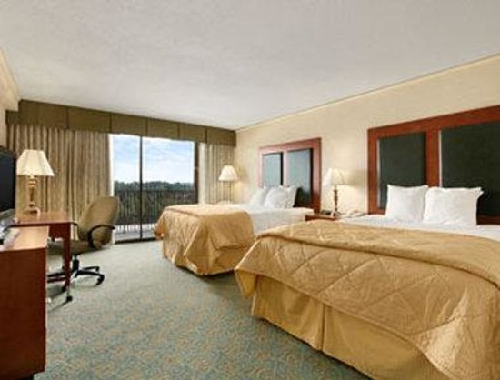 Baymont Inn & Suites Bremerton WA : Standard Two Double Bed Room