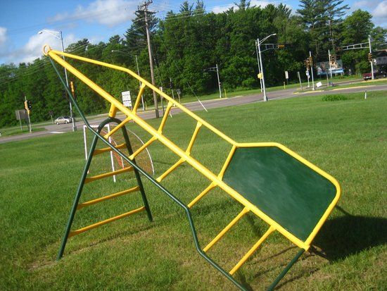 All Star Inn & Suites : Our Rocket Ship Jungle Gym