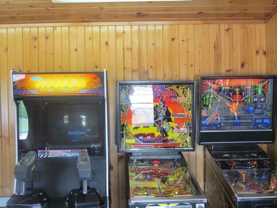 All Star Inn & Suites: Gameroom - Pinball