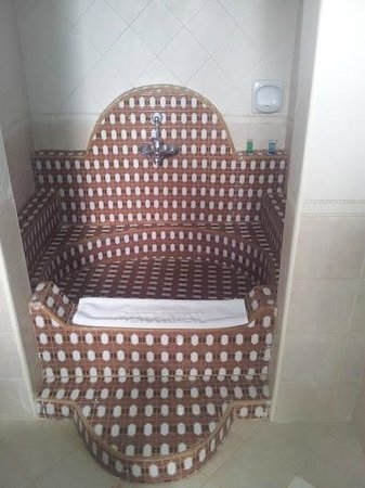 Dhow Palace Hotel: Dream Bath tub