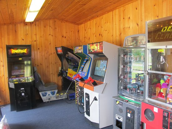 All Star Inn & Suites: Gameroom - Ms. Pacman