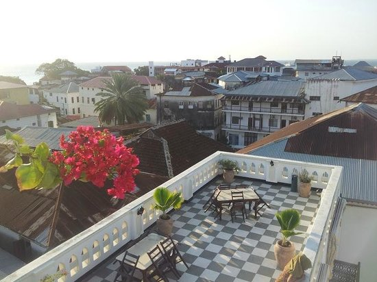 Dhow Palace Hotel : Roof top relaxation