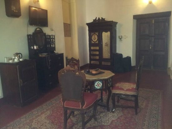 Dhow Palace Hotel: A step back in time