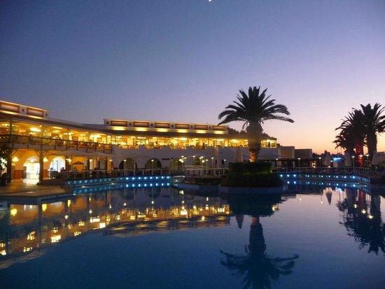 Aldemar Knossos Royal : view across main pool toward restaurant