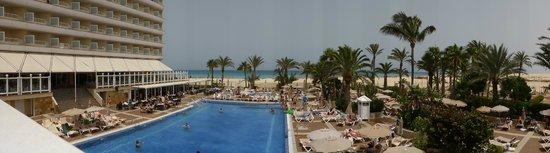ClubHotel Riu Oliva Beach Resort: hotel pool area