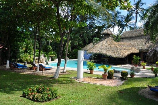 Der schöne Garten am Pool (mit guter Bedienung!) - Picture of Bahia ...