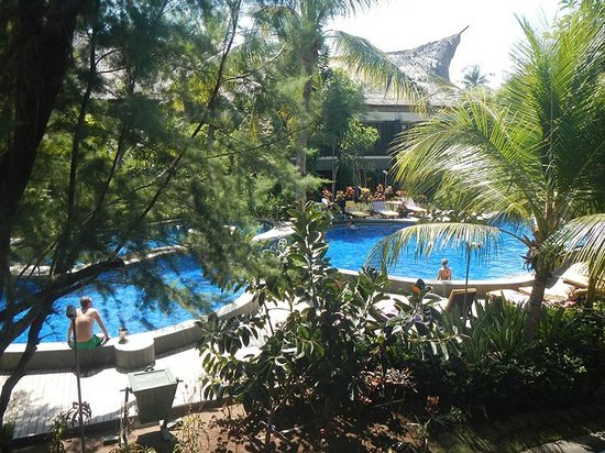 Aston Sunset Beach Resort : Nice pool but disappointing service and attitude of staff
