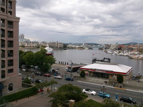 Hotel Grand Pacific: View over the harbour and the Black Ball ferry terminal from a Pacific View room.